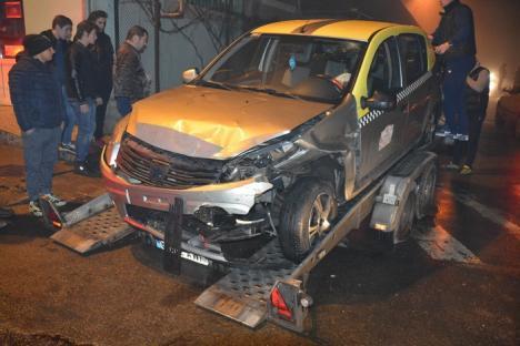 Accident cu 3 maşini la Sânmartin: Un taxi Dacia Sandero nu a oprit la Stop şi a fost lovit de un BMW, care a acroşat un Saab (FOTO)
