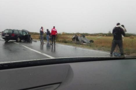 Accident la Tileagd: O femeie a fost rănită, după ce un Mercedes a intrat pe contrasens și a izbit un Volkswagen