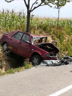Trafic rutier blocat! O mamă şi doi copii, implicaţi într-un accident petrecut între Tilecuş şi Vârciorog (FOTO)