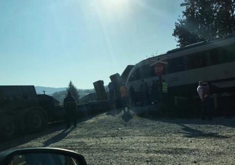 Trafic rutier şi feroviar blocat între Oradea şi Cluj după ce un TIR s-a defectat pe linia de tren în Ciucea