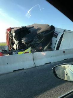 Accident mortal: Un tânăr de 28 de ani din Bihor a murit pe autostrada A11, după ce s-a răsturnat cu TIR-ul (FOTO)
