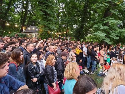 Flori şi muzică: Ada Milea şi-a cucerit încă o dată fanii orădeni, cu un 'concert 'n 4' în Parcul Libertăţii (FOTO / VIDEO)