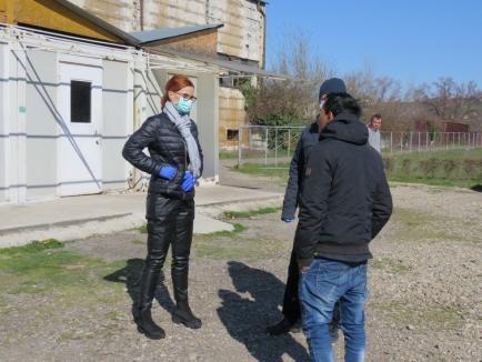 Persoanele fără adăpost din Oradea au fost închiseîn azilul de noapte, ca să nu iasă pe străzi (FOTO)