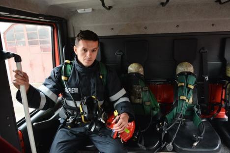 Super-pompierul: Când nu stinge incendii, un pompier orădean cucereşte medalii după medalii, la judo, lupte libere şi… canotaj (FOTO)