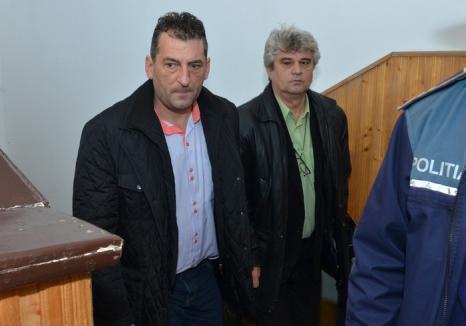 Cercetat pentru corupţie, Adrian Domocoş a fost suspendat din funcţia de primar al Beiuşului
