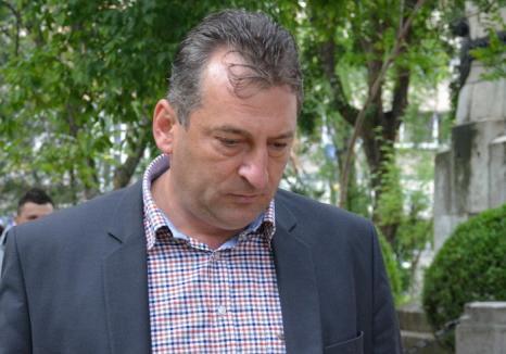Fostul primar al Beiuşului, Adrian Domocoş, condamnat la 7 ani de închisoare cu executare! Episcopul Virgil Bercea a fost achitat