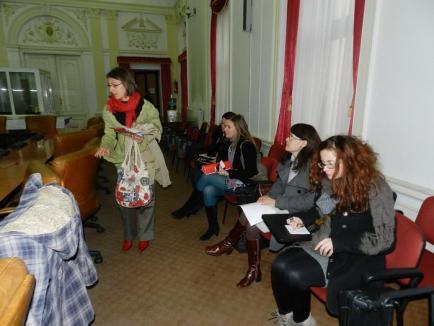 Un grup de ecologişti a transformat în protest conferinţa de presă a prefectului (FOTO)