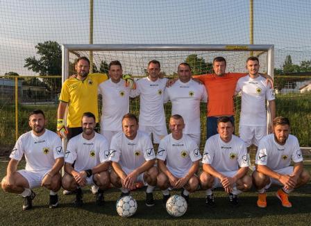 Campionatul judeţean de minifotbal: Marţi seara, derby-ul AEK Oradea – Bad Boys