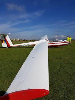 Aeroclubul 'Smaranda Brăescu' din Oradea aşteaptă înscrieri pentru cursurile de planorism şi paraşutism(FOTO)