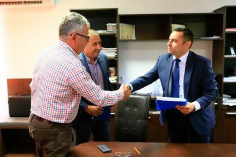 Pot să lucreze. S-a semnat contractul pentru proiectarea şi execuţia terminalului nou al Aeroportului Oradea (VIDEO)