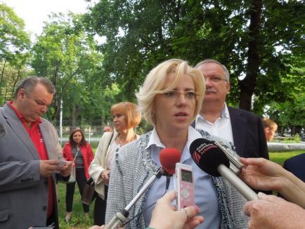 Chef electoral: Europarlamentarii PSD au venit să petreacă cu simpatizanţii în Parcul Bălcescu (FOTO)