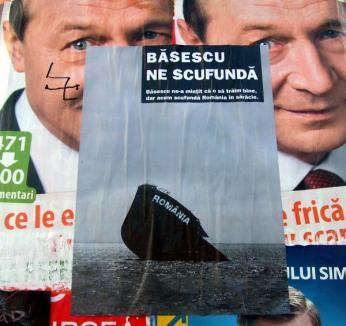 PDL acuză PSD că e în spatele afişelor anti-Băsescu şi că a pus liceeni să-l întâmpine pe Geoană