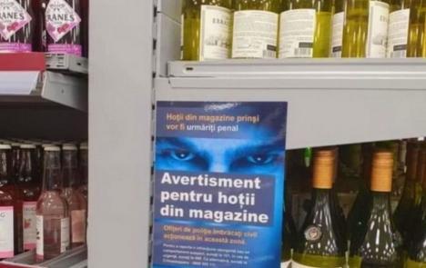 'Pentru hoţii din magazine': Un cunoscut lanţ de hypermarketuri din Londra a pus un afiş în limba română