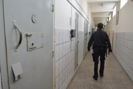Penitenciarul Oradea caută să angajeze 16 agenţi şi un preot
