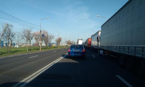 Cozi kilometrice spre frontiera Borş. Şi traficul de autoturisme este afectat