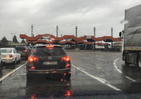 'Nebunie' în Vama Borş. Timpi de aşteptare de peste o oră la ieşirea din ţară pentru maşinile mici