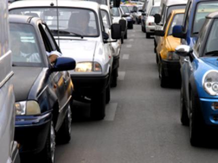 Şoferii 'agresivi' şi cei care frânează brusc ar putea fi pedepsiţi