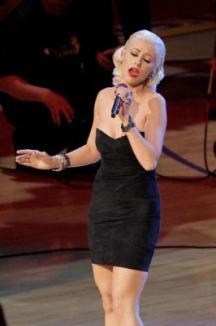 Christina Aguilera a încurcat versurile imnului SUA la Super Bowl