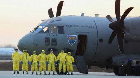 Şase români de pe vasul de croazieră Diamond Princess au ajuns în România. Ce se va întâmpla cu ei (FOTO)