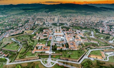 Alba, primul judeţ cu peste 3 cazuri de Covid-19 la mia de locuitori. Şi municipiul Cluj-Napoca intră în scenariul roşu
