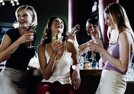 Alcoolul crește atracția între persoanele de același sex