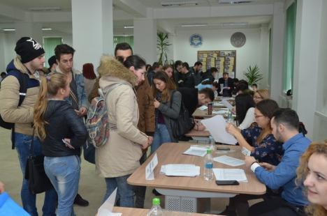 Aproape o mie de studenţi au mers să-şi voteze reprezentanţii