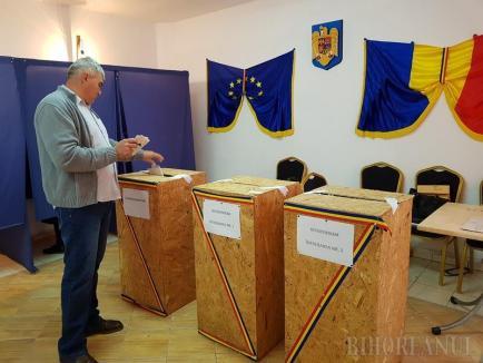 Rezultate provizorii după numărarea a 62% din voturi: PNL 27.91%, PSD 24.96%, USR-PLUS 17.93% şi 80% voturi Da la referendum