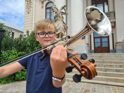 Micul highidiș: Un orădean de 11 ani uimește breasla artiștilor de muzică populară cu talentul său (FOTO / VIDEO)