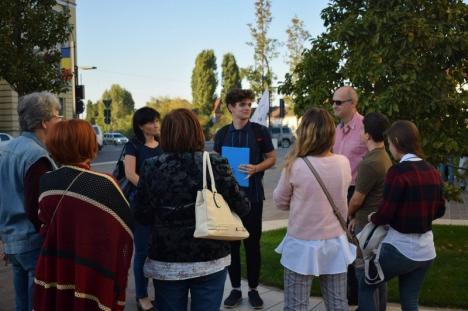 La plimbare cu Alex: Pasionat de Oradea, liceanul Alex Trandafir de la Gojdu face gratuit tururi ghidate prin oraş (FOTO)