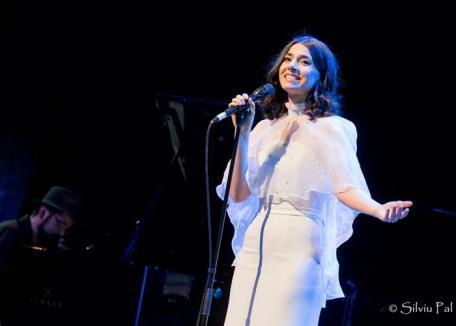 'Am să fiu eu casa ta'. Alexandra Uşurelu dă un concert la Oradea (VIDEO)