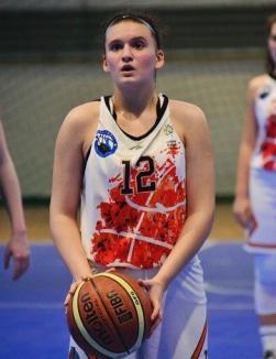 Baschetbalista orădeană Alexia Creț performează şi la şcoală: A luat 10 la Evaluarea Naţională