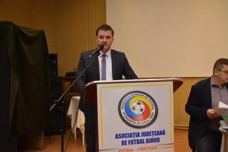 Premieră: Adunarea Generală a AJF Bihor l-a avut invitat special pe președintele Federației Române de Fotbal (FOTO)