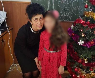 Anchetatorii cred că directoarea şcolii din Tinca s-a intoxicat cu gaze de la pesticide. Soţul ei este în continuare în comă indusă