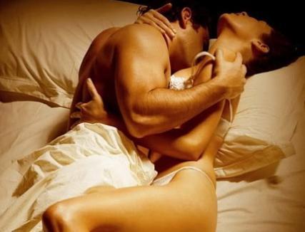Amanţii au căzut de la balcon, în timp ce făceau sex