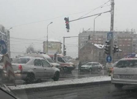 Mergea la un pacient în stare gravă! A treia mașină de la Ambulanță, izbită în Oradea în doar trei zile (FOTO)