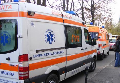 O funcţionară a fost luată de ambulanţă după ce a aflat că salariul de bază îi va scădea la 5.000 lei