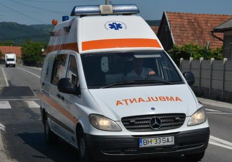 Atacaţi cu toporul: Un echipaj al Ambulanţei Bihor a fost agresat în colonia de romi din Tinca