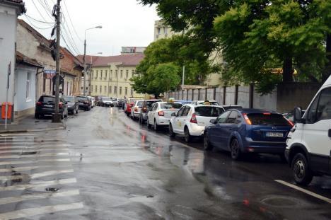 Evitaţi! Lucrările la reţeaua electrică au blocat strada Louis Pasteur din Oradea (FOTO)