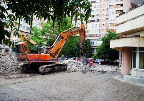 150 de locuri de parcare vor fi amenajate pe amplasamentul fostei ruine din şanţul Cetăţii