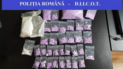 Orădeni prinși în flagrant cu ecstasy și amfetamină! Percheziții ale polițiștilor antidrog (FOTO)
