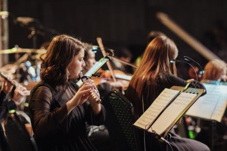Putea să aleagă Viena sau Clujul, dar a preferat Universitatea din Oradea: Ana Carina Niculaș, o flautistă de perspectivă (VIDEO)