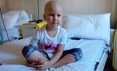 'Te rog, salvează-mă!'. O fetiţă de 4 ani din comuna Cefa, bolnavă de leucemie, are nevoie urgentă de un transplant de măduvă