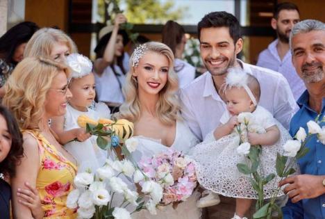 Andreea Bălan s-a căsătorit cu George Burcea. Fetiţele lor au fost mirese mici (FOTO)
