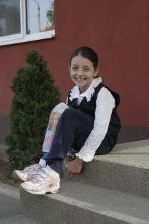 Mergi mai departe! Doi tineri născuţi ori rămaşi de mici fără câte un picior, gata să ajute alţi copii suferinzi(FOTO / VIDEO)