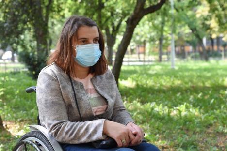 Lecția de ambiție: Înfruntând pandemia, Livia lucrează într-un scaun cu rotile la spitalul anti-Covid din Oradea (FOTO / VIDEO)