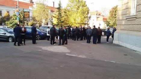 Zeci de angajaţi ai OTL, la Tribunalul Bihor: Conducerea le cere daune de 210.000 lei pentru fiecare zi de protest!