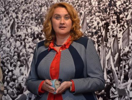 """Răzbunarea, arma... directoarei: Angela Lupșea continuă să-și """"taxeze"""" subordonații care au reclamat-o"""