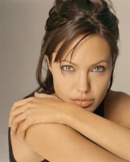 Angelina Jolie vrea în Africa