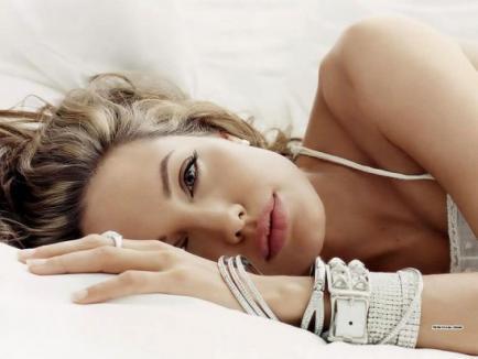 Angelina Jolie si Brad Pitt, designeri de bijuterii