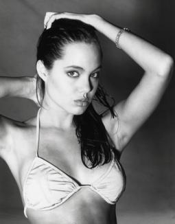 Angelina, în poze sexy la 15 ani (FOTO)